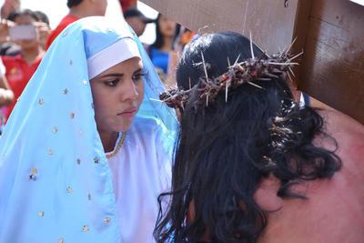 El Cerro de las Noas fue escenario de la XXXV edición del Vía Crucis de Torreón que se celebró ante más de 40 mil personas.