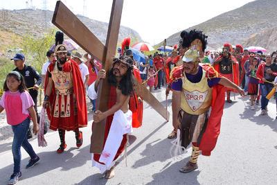 Desde las 5 de la mañana, fieles y creyentes comenzaron a subir al Complejo Turísticos y Religioso por lo que a las 12 del día, hora en la que finalizó el Vía Crucis, autoridades estimaban una afluencia de 45 mil personas.