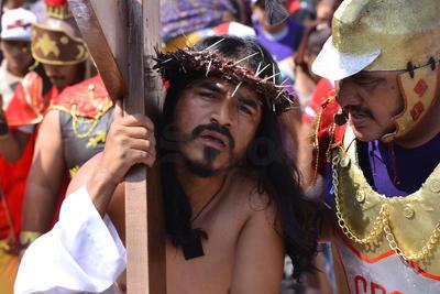 Hora y media después acudió Monseñor José Guadalupe Galván Galindo, acompañado del alcalde de Torreón, Jorge Luis Morán Delgado, para dar inicio al recorrido de un kilómetro.