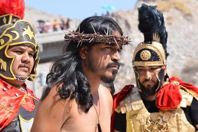 A las 9 en punto comenzó la escenificación de la aprehensión de Jesús que se llevó a cabo en las faldas del cerro.