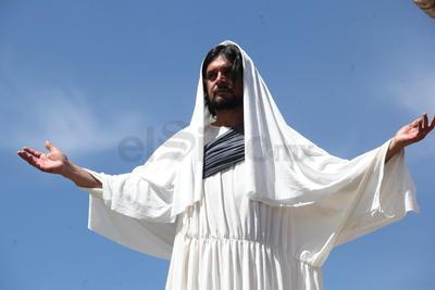 """""""El Viacrucis es contemplar a Jesús que ha muerto por la humanidad, es un ejemplo de aceptación y de ser obediente a la voluntad de Dios""""."""