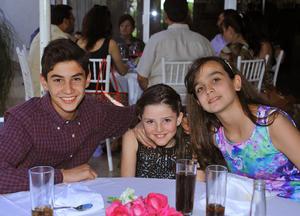 Daniel Fernández, Ivana Rubio y Loreto Cruz