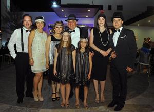 Rafael acompañado de su esposa, Laura, sus hijos, Christian, Bárbara, Liss y Carlos, y sus nietas, Regina y Luciana