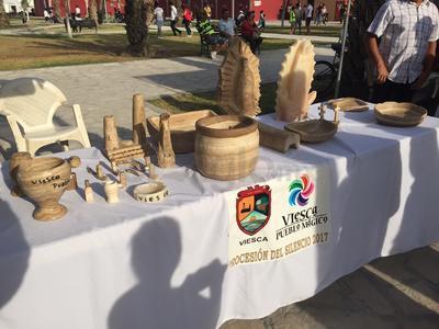 """En la Plaza de Armas """"Miguel Hidalgo"""" se montó una exhibición y venta de artesanías y dulces típicos de la región."""