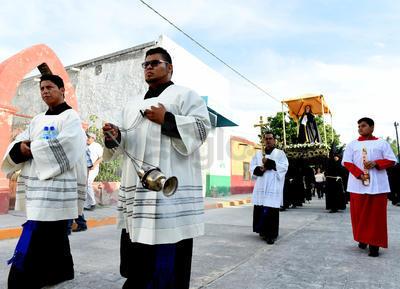 Con alrededor de 200 participantes pertenecientes a algunas cofradías provenientes de Visca, Congregación Hidalgo, Coyote y Torreón, se realizó la tradicional peregrinaron por las calles del municipio representado la tradicional Vía Dolorosa, donde se acompaña a la Virgen de la Soledad también como la Virgen Dolorosa.