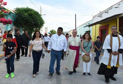 Marcharon autoridades eclesiásticas encabezadas por el señor obispo de Torreón don José Guadalupe Galván Galindo, el sacerdote de la Parroquia de Santiago Apóstol, Martín Valadés Delgado y otros sacerdotes provenientes de otras parroquias.