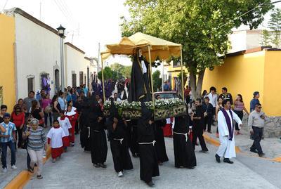 Partió de la explanada de la parroquia de Santiago Apóstol seguida por miles de fieles.
