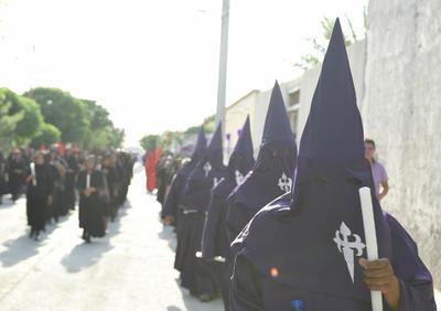 Se celebró la tercera edición de la Procesión del Silencio en Viesca.