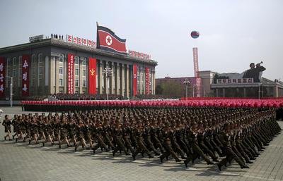 El despliegue militar de casi tres horas estuvo acompañado por un desfile civil, en el que los asistentes volvieron a mostrar su fervor al líder.