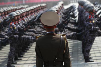 """""""Cuando vean estas imágenes los imperialistas se van a sorprender y asustar"""", apuntó tras participar en el desfile el coronel Zo Bong- chol que aseguró que """"Corea del Norte tiene armas nucleares modernas gracias al desarrollo de la industria militar que han desarrollado nuestros grandes líderes""""."""