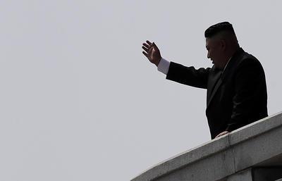 Con la presencia del líder, Kim Jong-un, el régimen de Pyongyang hizo una monumental exhibición de armamento en el 105 aniversario del fundador del país Kim Il-sung y en un momento de preocupación internacional por la elevada tensión en la región.