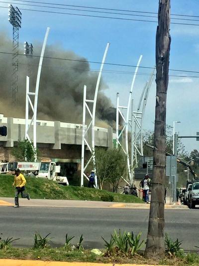 Se registra incendio en el Estadio Francisco Villa.