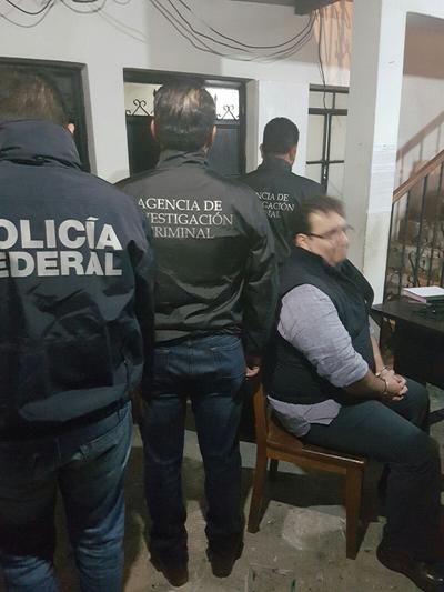 La detención se llevó a cabo como resultado de las investigaciones realizadas por el gobierno de la República en apoyo con la Interpol en Guatemala; país donde Javier Duarte fue localizado en el municipio de Panajachel, departamento de Sololá.