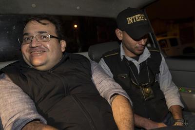 En el operativo coordinado por la Oficina Central de Interpol en Guatemala, tuvo participación la Agencia de Investigación Criminal de PGR y la División de Seguridad Regional de la PF; los efectivos mexicanos observaron a distancia la detención, pues no pueden hacer capturas en el exterior.
