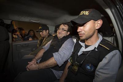 El exgobernador de Veracruz, Javier Duarte fue detenido anoche en Guatemala, en el Hotel La Rivera de Atitlán, en el Municipio de Panajachel, Departamento de Sololá, a 210 kilómetros de Tapachula, Chiapas.