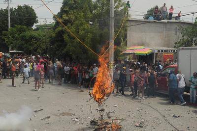El acto popular contó con la supervisión de elementos de la Dirección de Protección Civil de Gómez Palacio, quienes estuvieron al tanto de la quema de pólvora y que no se registraran incidentes durante su realización.