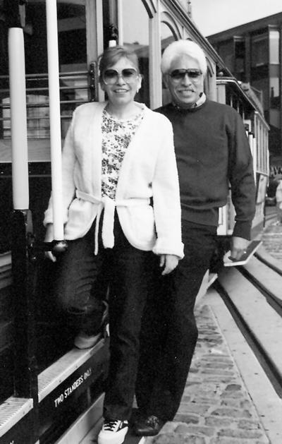 16042017 Lita y Daniel de paseo en San Francisco, California, en los tranvías, hace algunos años.