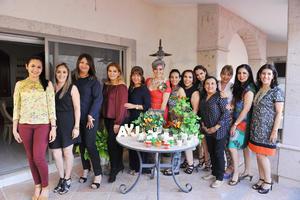 16042017 DICE ADIóS A LA SOLTERíA.  Alejandra Torre con las invitadas a su despedida de soltera que le organizaron sus hermanas: María Luisa, Mariana, Nena, Roselina y Carmen.