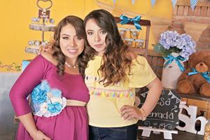 16042017 FUTURA MAMá.  Mónica, el día de su baby shower, en compañía de Lorena.