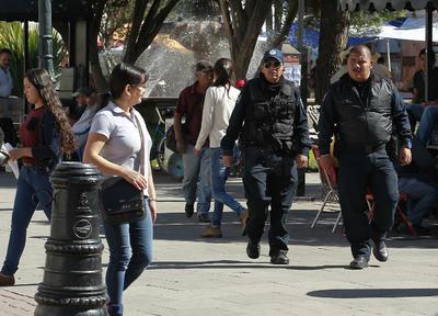 Pese a la baja afluencia de visitantes, los operativos policíacos se mantienen en la capital.
