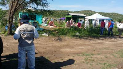 Las actividades comenzaron desde las siete de la mañana con el acordonamiento del área, así como la preparación del lugar para documentar el proceso que realizan los especialistas y que es observado por los representantes de los diversos colectivos.