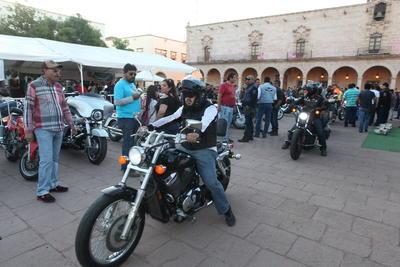 En su ruta a Mazatlán, los motociclistas llegan a Durango solo a descansar y/o a comer y luego prosiguen su recorridos a Mazatlán.