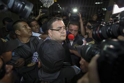 Bajo custodia de efectivos de la Policía Nacional Civil (PNC) y del aparato penitenciario seguridad, Duarte fue trasladado a la Torre en un convoy de patrullas desde la cárcel de Matamoros, que funciona en una fortificación castrense en otro sector de esta ciudad.