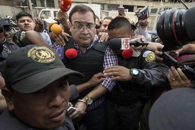 Duarte fue recibido por la prensa internacional que lo esparaba.