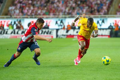 Su rival renunció al partido. Chivas comenzó a padecerlo. Nada más difícil que jugar contra un equipo que quiere hacer todo lo posible por evitar un duelo de fuerzas.