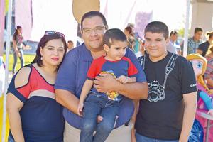 20042017 EN FAMILIA.  Olga, Luis, Rodrigo y Diego.