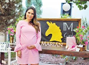 20042017 FIESTA DE CANASTILLA.  Alejandra Martínez en su baby shower.
