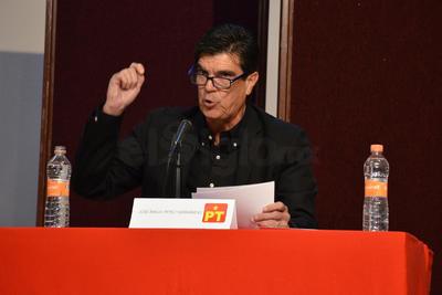 José Ángel Pérez arremetió contra los candidatos del PRI y PAN.