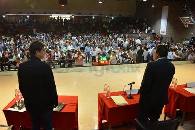 Fueron varias rondas de participación, en las que también se formularon dos preguntas a cada candidato.