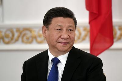 El presidente chino Xi Jinping los acompaña.