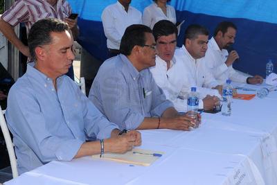 Estuvieron presentes los candidatos Guillermo Anaya, Miguel Riquelme, José Ángel Pérez, del PT, y los independientes Javier Guerrero y Luis Horacio Salinas.