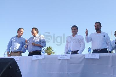 Cinco de siete candidatos al Gobierno de Coahuila firmaron compromisos con la sociedad civil.