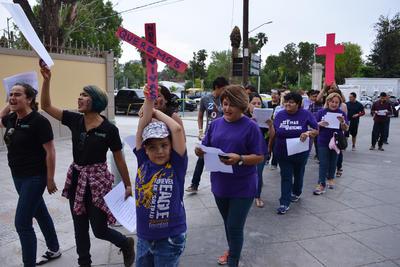 Debido al aumento de la violencia que se está dando hacia las mujeres en el Estado de Durango, se unieron, para protestar por tantos homicidios y violencia que se ha incrementado contra ellas.