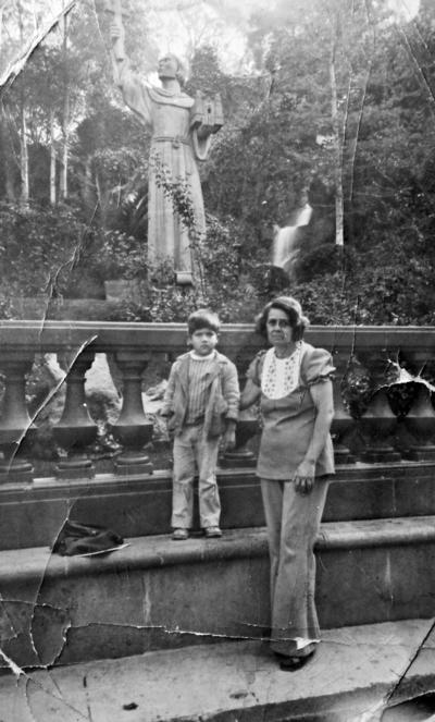 23042017 María del Rosario Urazandi y Jesús Gerardo Rodríguez en la Villa de Guadalupe en 1975.