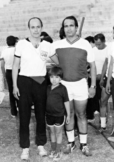 23042017 Mario Rubio, árbitro internacional, Jorge Salazar Hernández e hijo, Jorge Salazar Girón, en el Estadio Moctezuma en 1982.