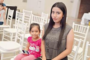 23042017 EN INAUGURACIóN.  Fernanda y Francisco.