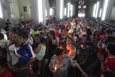 Miles de fieles acudieron ayer a pedirle protección a su santo patrono.