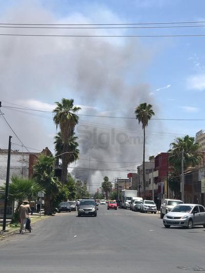 El aparatoso incendio ocurrió esta tarde.
