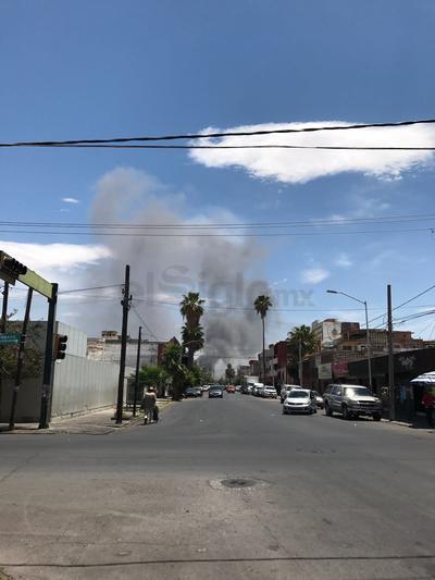La columna de humo se ha visto a gran distancia.