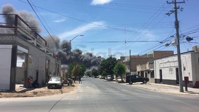 Desde diversos puntos de la ciudad se ha visto la columna de humo.
