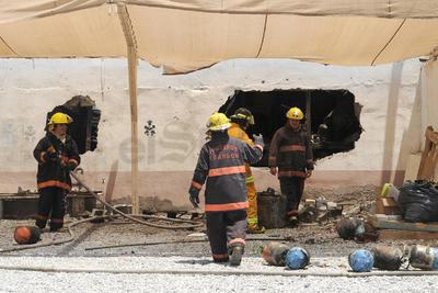 La gravedad del incendio fue porque dentro de la empresa había tanques con gas freón, los cuales explotaron.