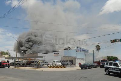 El incendio ha consumido el establecimiento.