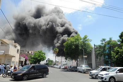 Se desalojaron dos cuadras próximas al incendio.