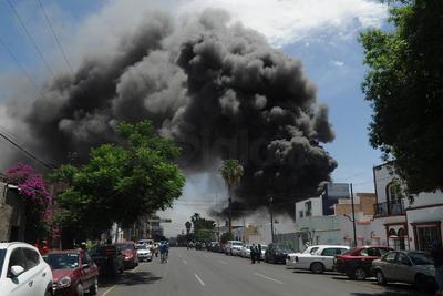 El incendio se registró en avenida Allende y Comonfort.