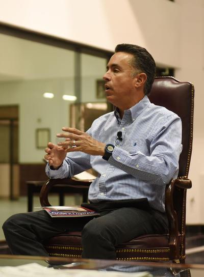 Anaya Llamas delineó los ejes de su propuesta de campaña y detalló algunas de sus propuestas.