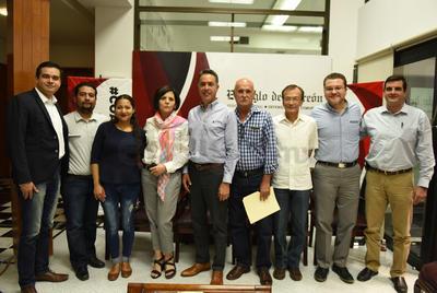 Para esta edición el Consejo de Encuentro Siglo invitó a seis ciudadanos destacados de distintos perfiles que preguntaron al candidato lo que consideraron pertinente dentro del ámbito en el que se desenvuelven.